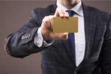 デビットカードにもゴールドがある。メリットはあまり大きくない