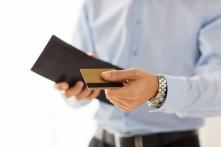 30代が公の場で使って恥ずかしくないクレジットカードとは?