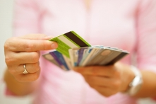 クレジットカードはまず年会費無料のものから検討しよう!